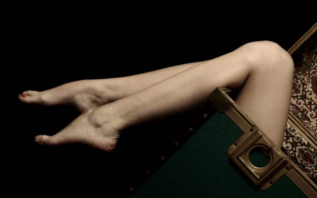 Fabienne, pourquoi je suis lécheuse fétichiste des pieds de Maitresse Clarisse